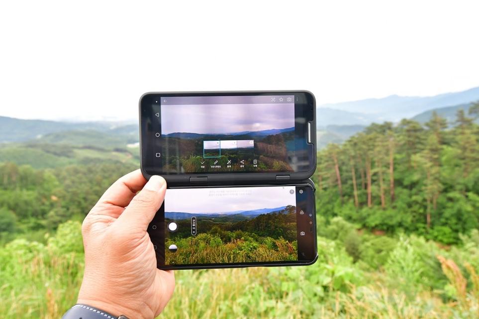 LG V50 ThinQ의 총 5개 카메라로 다양한 앵글 촬영 가능