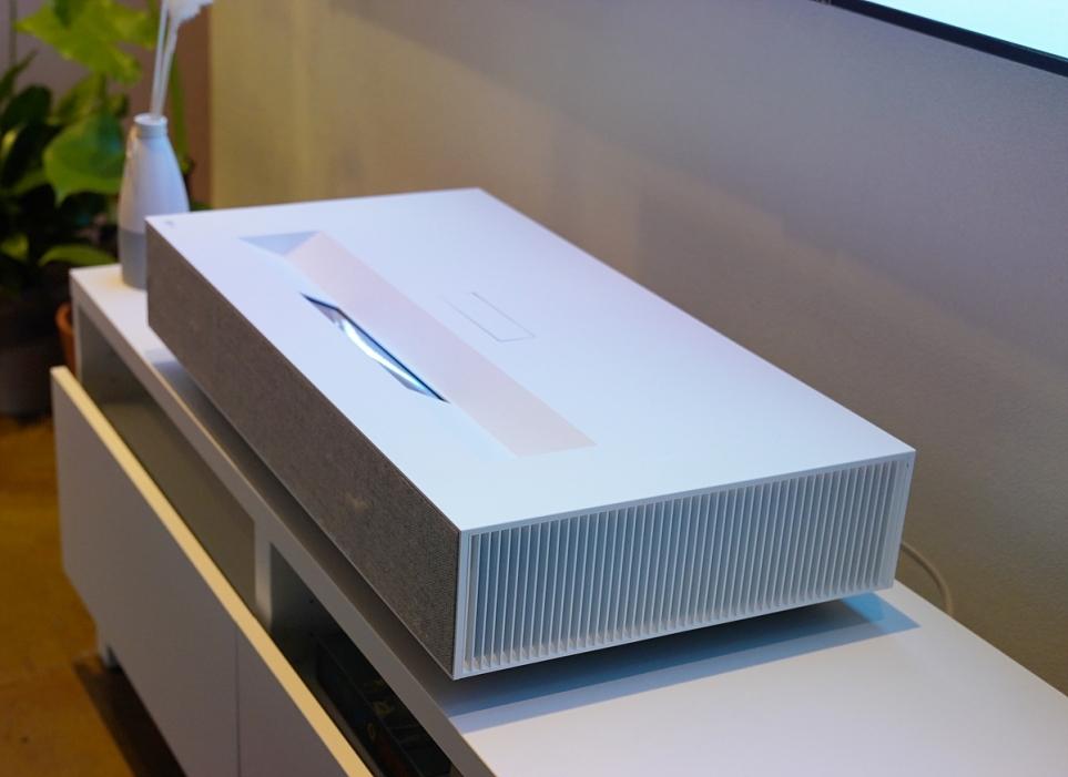 공간 제약 없이 '반 뼘'만 있으면 홈 시네마 완성하는 LG 시네빔 Laser 4K