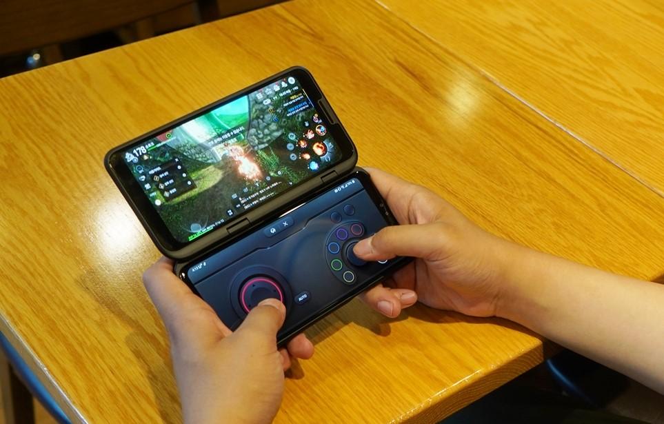 LG V50 ThinQ에 듀얼 스크린을 장착하면 게임 패드를 활성화 가능