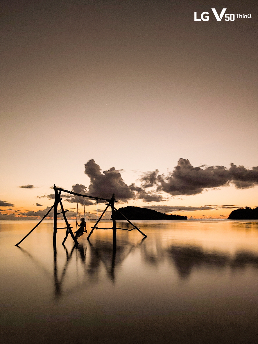 LG전자가 LG V50 ThinQ로 담아낸 괌의 자연경관 사진을 LG전자 SNS 채널을 통해 전시한다. 사진은 LG전자 출사단이 LG V50 ThinQ로 촬영한 사진. (노출시간: 15초, 감도: ISO-50, 조리개: F/1.9, 초첨거리: 2mm 등)