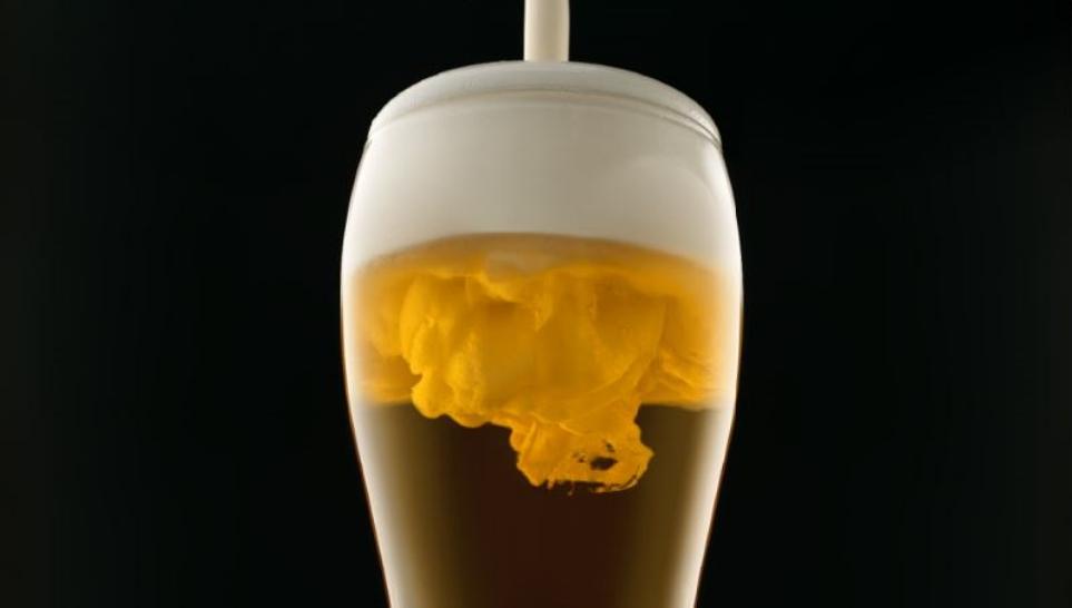 거품 무게가 2g인 맥주 사진