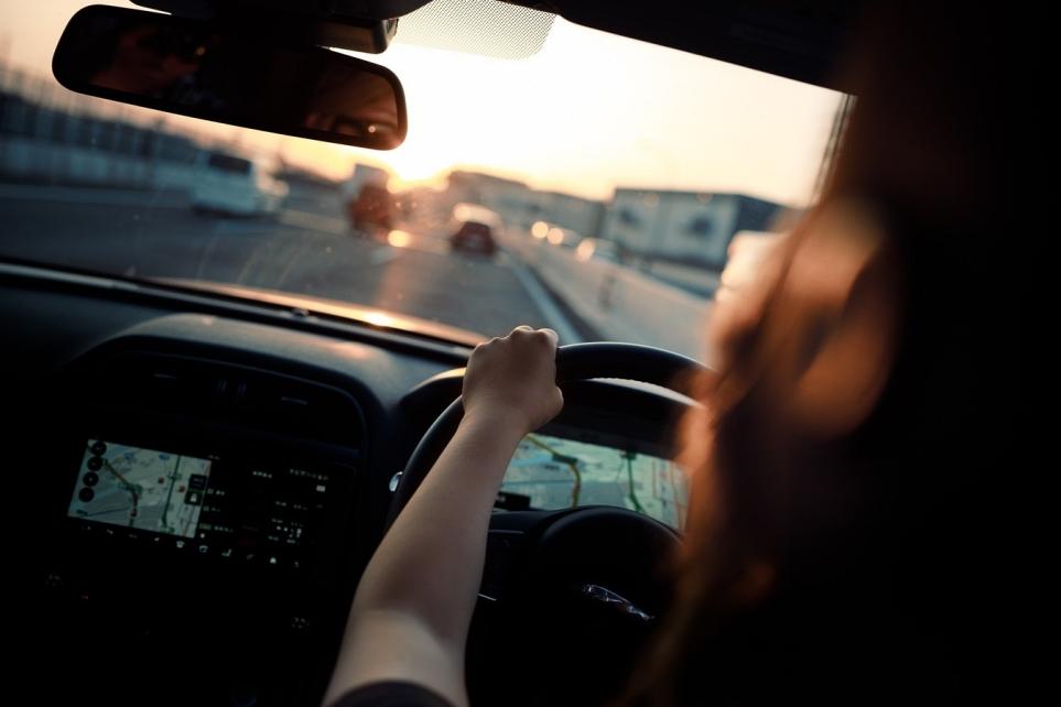 운전하는 모습