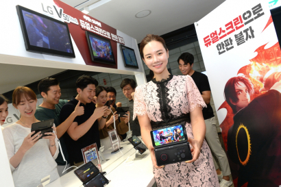 LG전자가 본격 열린 5G 시대를 맞아 오는 20일, 21일 양일간 롯데월드 아이스링크에서 LG V50 ThinQ 게임 페스티벌을 개최합니다. 이번 축제는 LG V50 ThinQ의 압도적 성능과 LG 듀얼스크린의 사용 편의성을 알리기 위해 기획됐다. LG전자 모델과 고객들이 LG V50 ThinQ와 LG 듀얼스크린으로 모바일 게임을 즐기고 있다