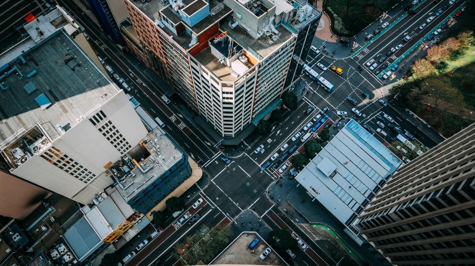 5G의 등장으로 자율주행, 인공지능 교통망을 갖춘 스마트 시티 구현 가능