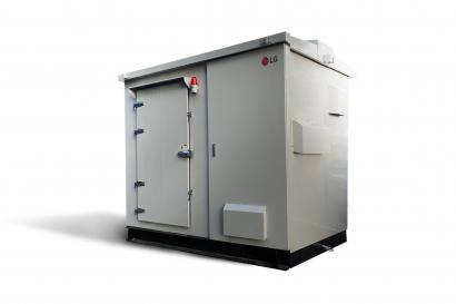 LG전자가 13일 100kW(키로와트)급 태양광 발전용 올인원(All-in-one) ESS(Energy Storage System)를 출시했다. 사진은 올인원 ESS 제품.