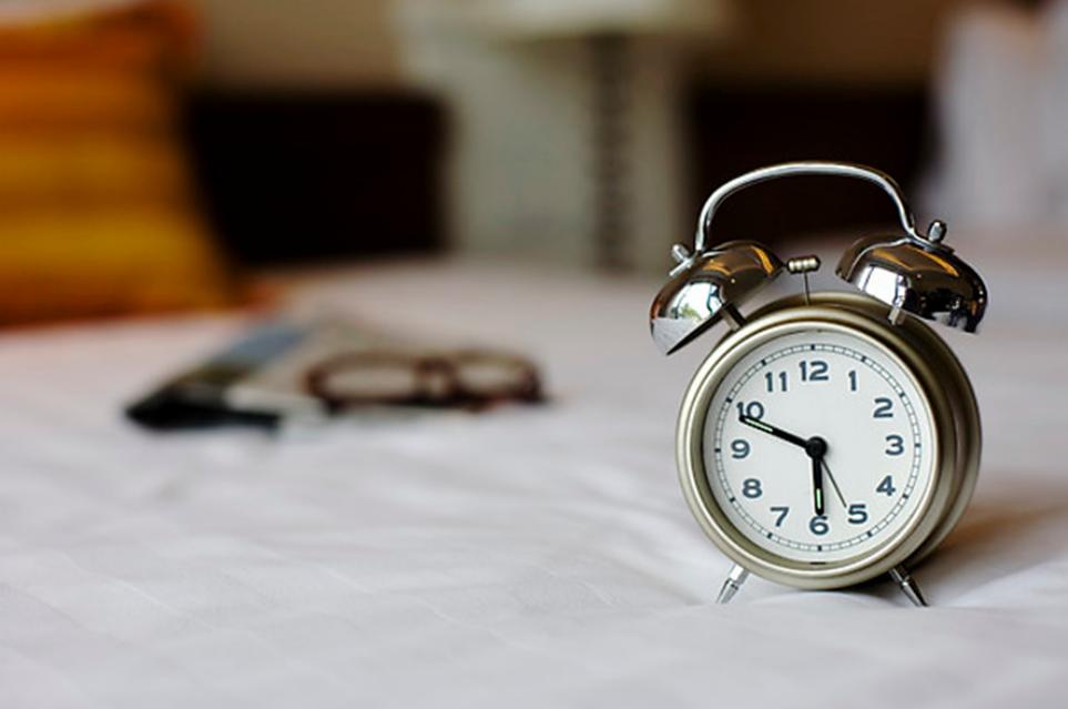 규칙적인 시간을 알려주는 시계