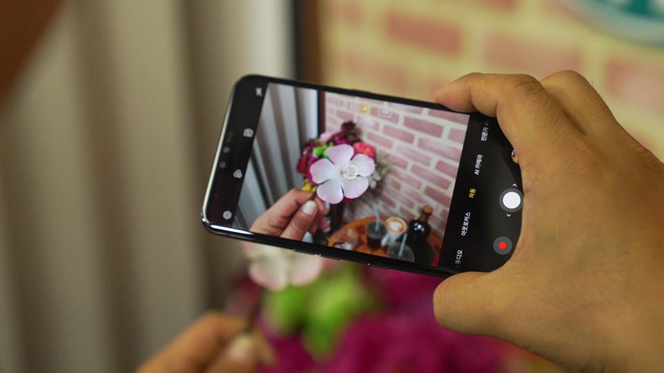 피사체의 초점을 자동으로 맞춰주는 AF 속도가 우수한 LG 스마트 카메라