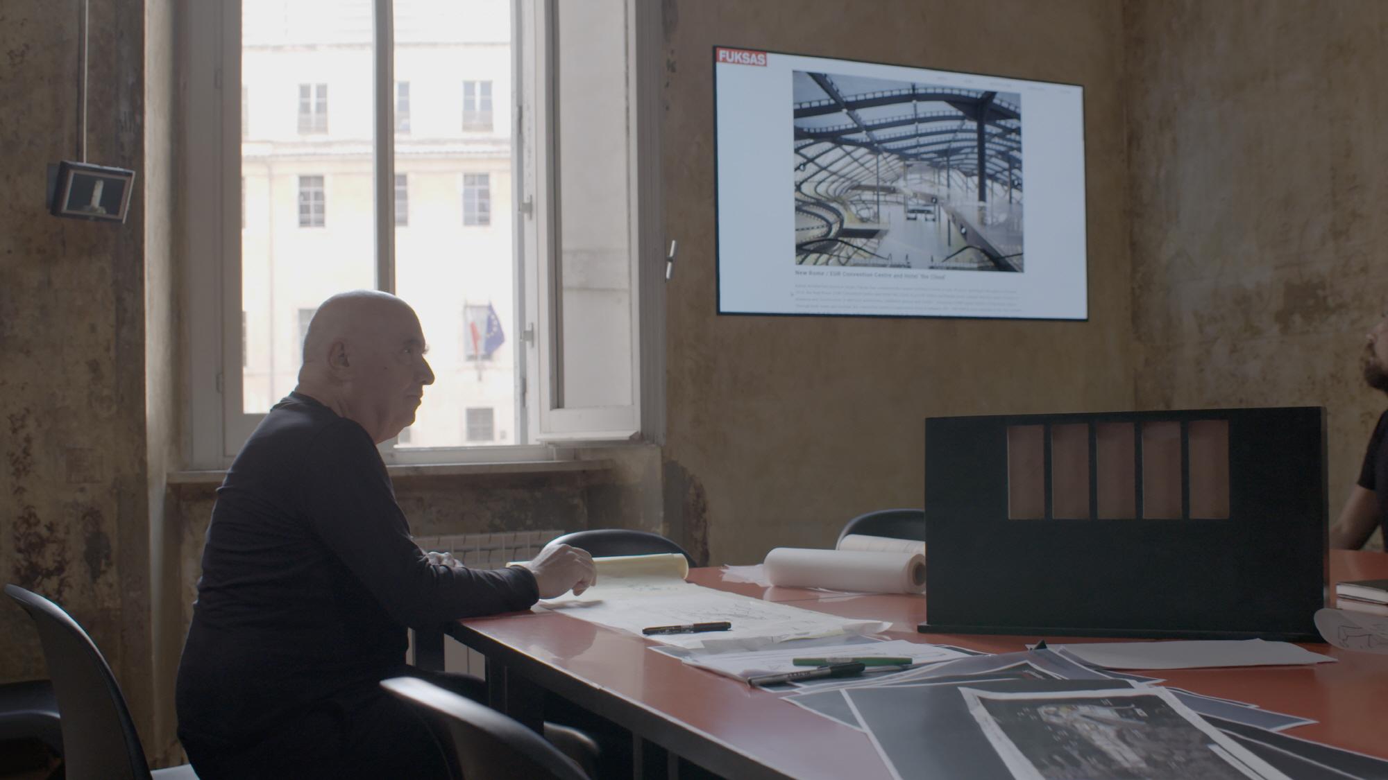 G전자가 다음 달 독일 베를린에서 열리는 IFA 2019에서 이탈리아 유명 건축가 '마시밀리아노 푹사스'(사진)와 함께 조성한 LG 시그니처 부스를 선보인다.