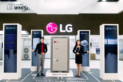 LG전자가 3일부터 6일까지 일산 킨텍스에서 열리는 '2019 대한민국 에너지대전(Korea Energy Show)'에 참가해 차별화된 토탈 에너지 솔루션을 대거 선보인다. LG전자 모델들이 멀티브이(Multi V), 에너지저장시스템(ESS; Energy Storage System) 등 LG전자만의 차별화된 총합 공조 제품을 소개하고 있다.