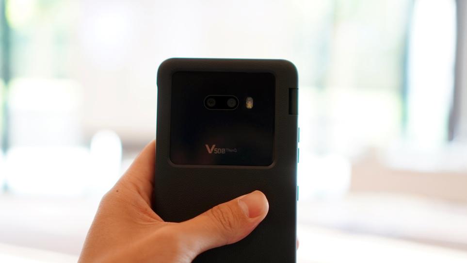 LG 듀얼 스크린을 장착한 LG V50S THinQ 제품 이미지