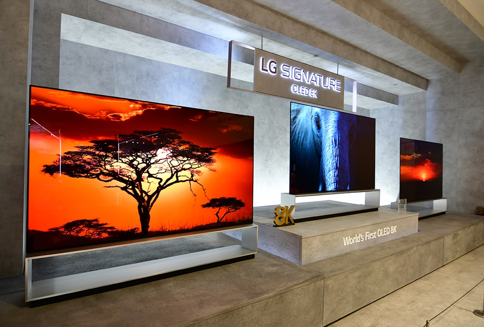 IFA 2019에서 전시 중인 LG 시그니처 올레드 8K