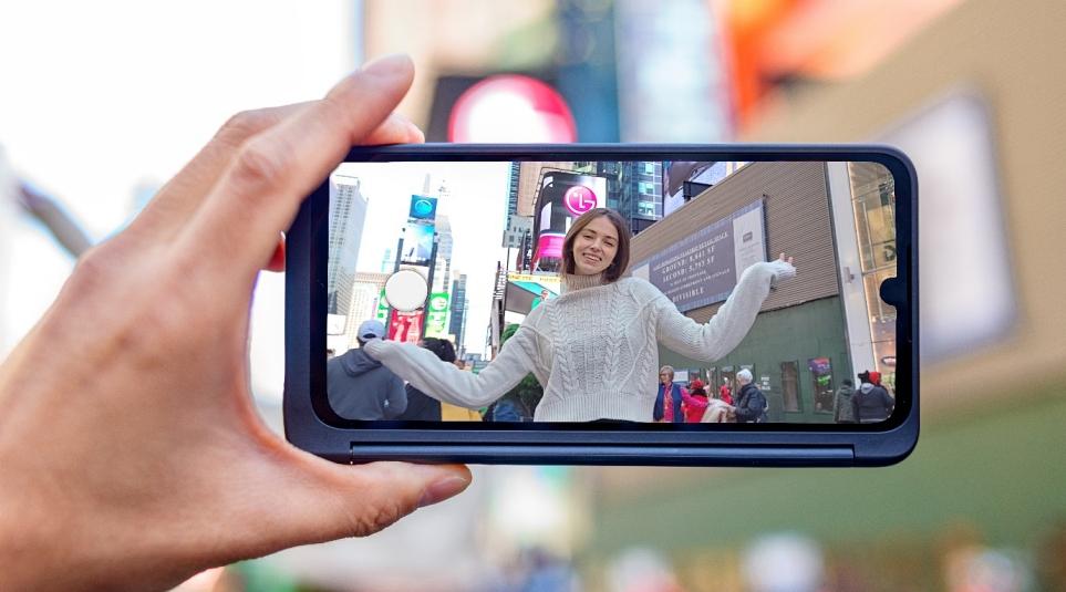 LG V50S ThinQ 제품 사용 모습