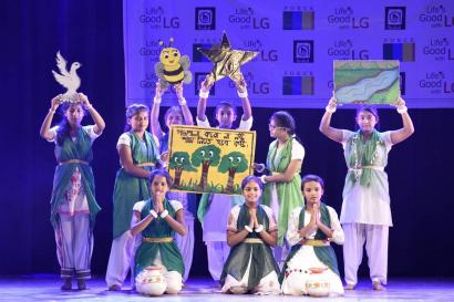 LG전자가 올해 4월부터 인도에서 환경 보호의 중요성을 알리기 위한 'LG Agent of Change' 캠페인을 진행하고 있다. 인도 청소년들이 공연을 통해 환경보호의 중요성을 알리고 있다.