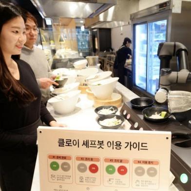 '빕스' 1호점에 'LG 클로이 셰프봇' 본격 도입