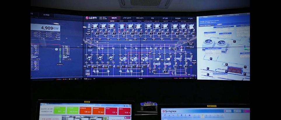 LG사이언스파크 중앙 관제실의 빌딩 통합 제어 및 에너지 관리 솔루션 운영 모습