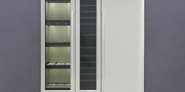 LG전자가 내달 7일 美 라스베이거스에서 개박하는 CES 2020에서 신개념 프리미엄 식물재배기를 처음 공개한다. 사진은 왼쪽부터 새로운 식물재배기와 와인셀러, 냉장고를 빌트인으로 구성한 모습