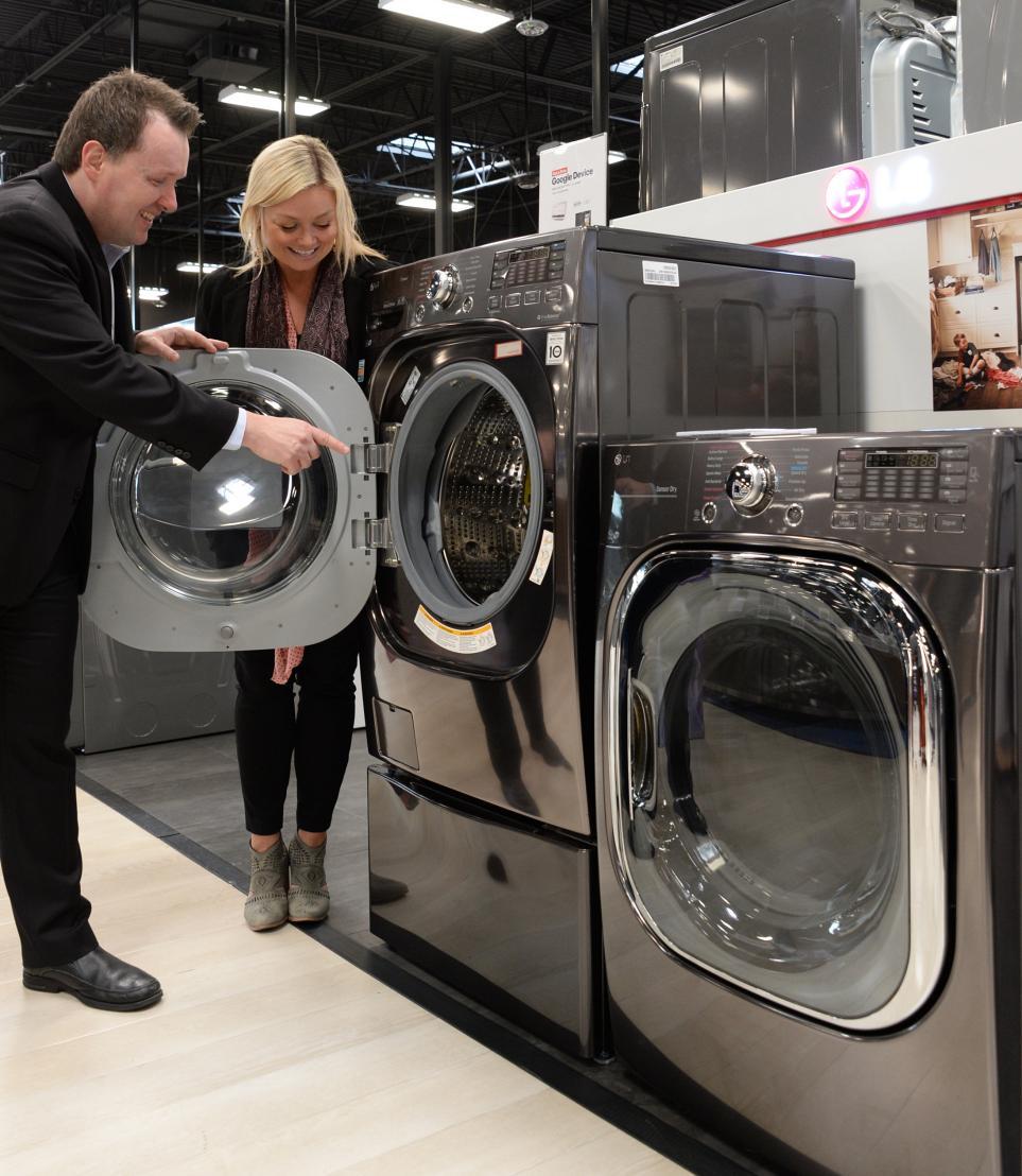 라스베이거스 베스트바이 매장 내 가전 코너의 LG 트윈워시 세탁기 모습 1