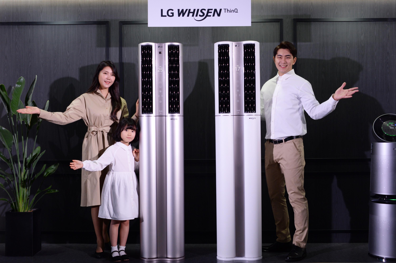 LG전자가 16일 2020년형 'LG 휘센 씽큐 에어컨' 신제품 29종을 선보이고 같은 날 본격적인 판매에 들어갔다.  LG전자 모델이 더 편리하고 쾌적해진 2020년형 LG 휘센 씽큐 에어컨 신제품을 소개하고 있다