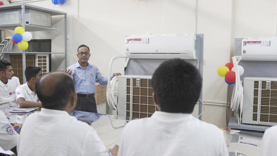 방글라데시 LG 인버터 클래스의 교육 모습 1