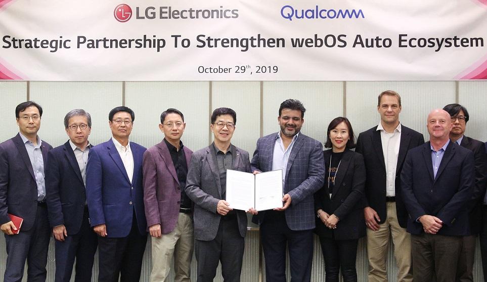 webOS Auto 연구개발과 생태계 확대를 위한 사업협력을 맺은 LG전자와 퀄컴 테크날러지 모습