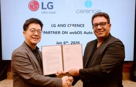 LG전자와 美 쎄렌스(Cerence)社가 최근 美 라스베이거스에서 차량용 솔루션을 공동으로 개발하기 위한 양해각서(MOU)를 체결했다. (사진은 LG전자 CTO 박일평 사장(왼쪽)과 쎄렌스社 CEO 산자이 다완(Sanjay Dhawan))