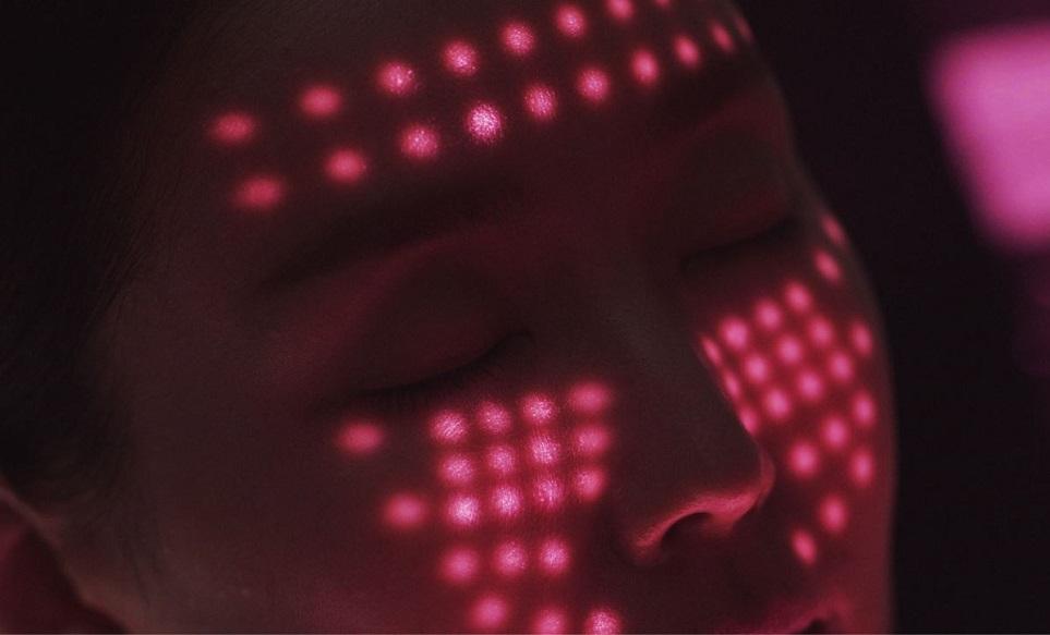 적색과 적외선 LED만 적용한 프라엘만의 차원이 다른 '코어 라이트(Core Light)'