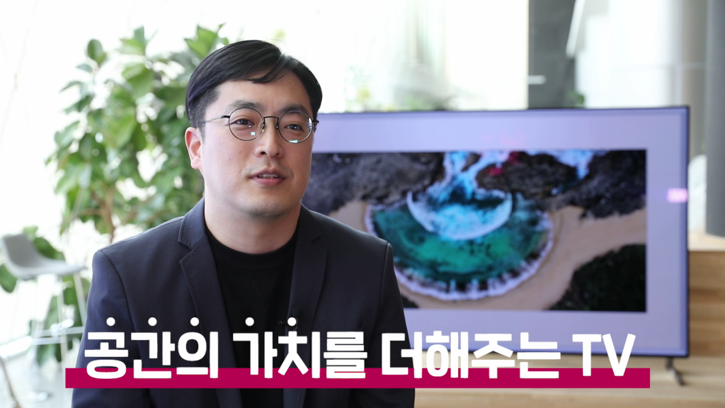 인터뷰하는 김윤수 책임연구원