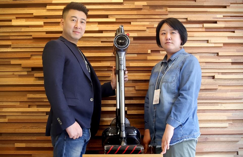 LG전자 H&A디자인연구소 리빙어플라이언스팀 김성민 책임연구원(왼쪽), 김진주 책임연구원(오른쪽)