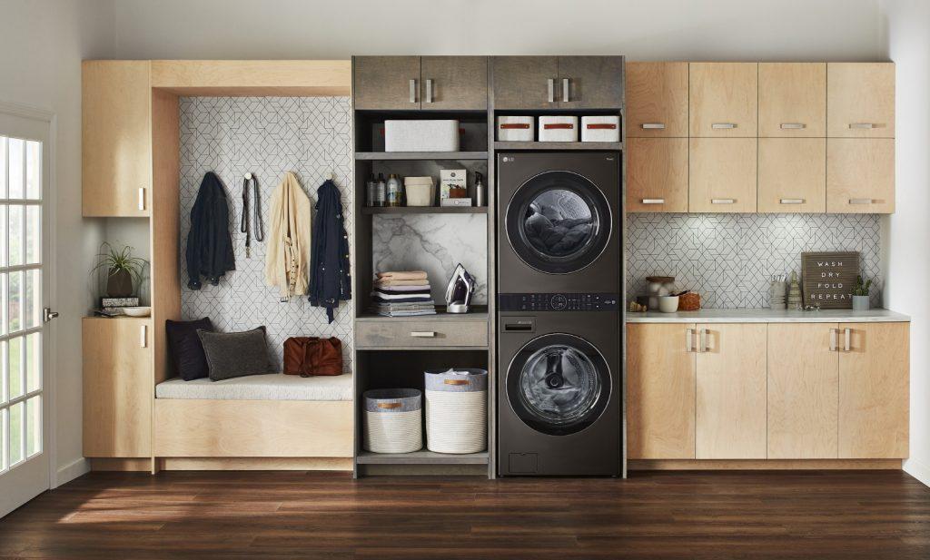 LG전자가 지난 4월 국내에 선보인 원바디 세탁건조기 'LG 트롬 워시타워(해외 제품명: LG 워시타워)'를 내달 말 미국을 시작으로 내년 상반기까지 중국, 프랑스, 캐나다 등 10개 국가에 출시한다. 'LG 워시타워'의 연출 사진