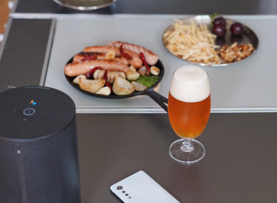 캠핑 음식과 맥주