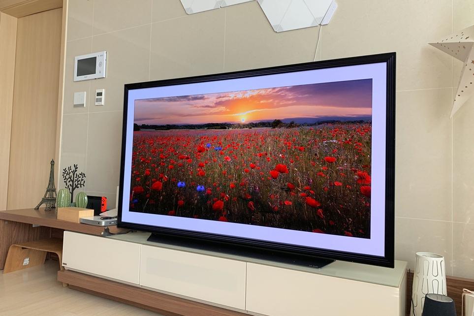 갤러리 모드의 LG 올레드 TV