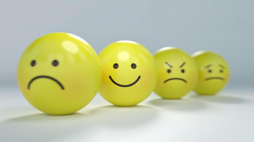 여러가지 표정의 노란색 스마일 캐릭터