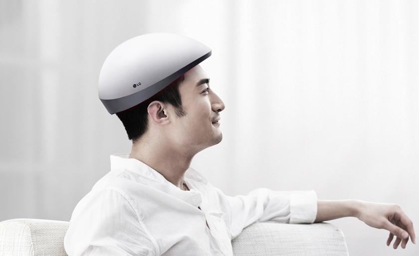 헌팅캡 모양의 LG 메디헤어를 착용한 남성