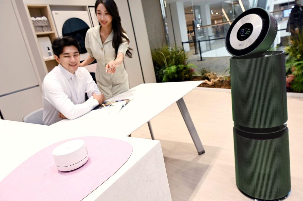 LG 퓨리케어 360°공기청정기 구매고객 2명 중 1명은 '알파' 선택