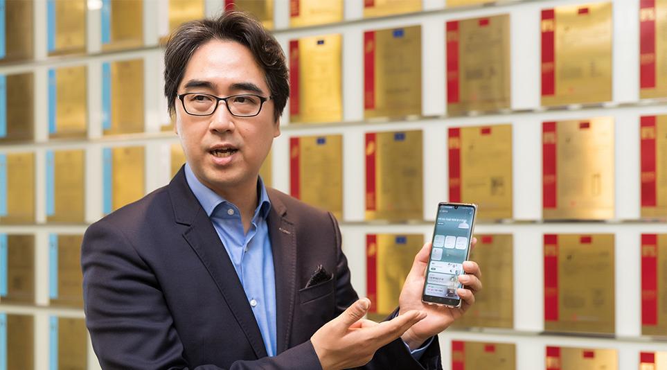 LG ThinQ 앱을 소개하는 김동욱 DXT센터장