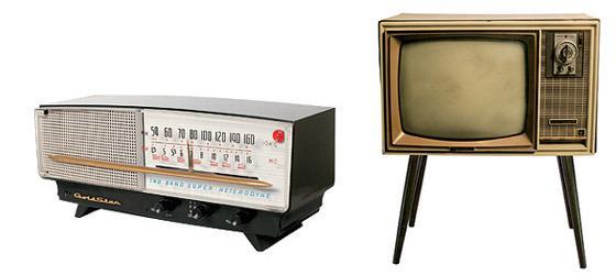 금성사 최초의 라디오와 최초의 흑백TV 사진