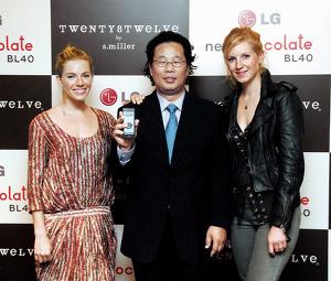 밀러 자매와 LG전자의 차강희 슈퍼디자이너 사진