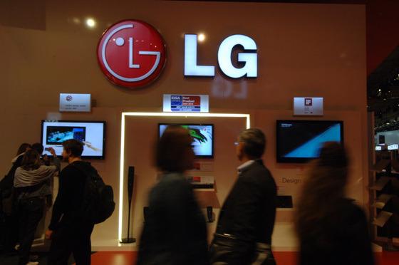 LCD TV, 블루레이 플레이어, 홈시어터 시스템, 친환경 휴대폰을 전시한 현장
