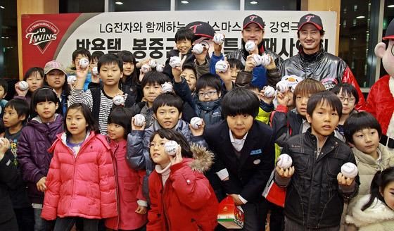 박용택, 봉중근 선수 팬사인회 단체 사진