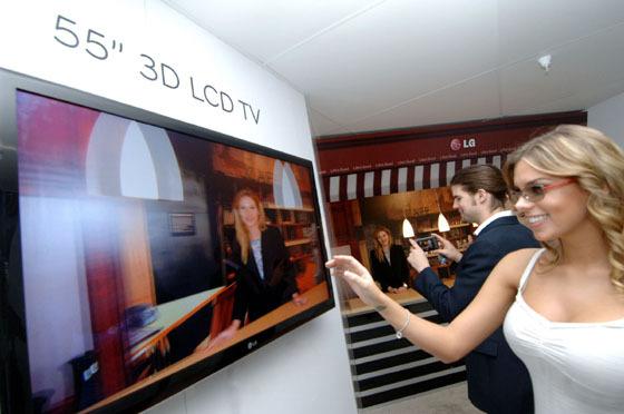 인피니아 LED LCD TV 관람 모습