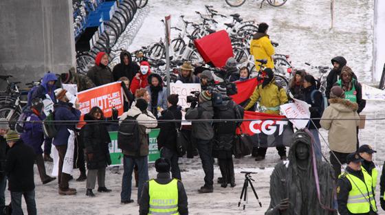 시위 하는 사진