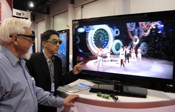 3D TV 관람 모습