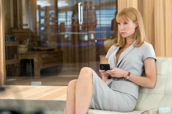 아이언맨 영화 중 LG 휴대폰 사용 모습