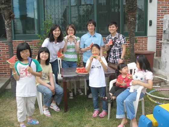 자원봉사 단체 사진