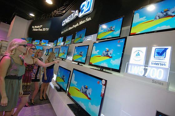 스마트 TV 관람하는 모습