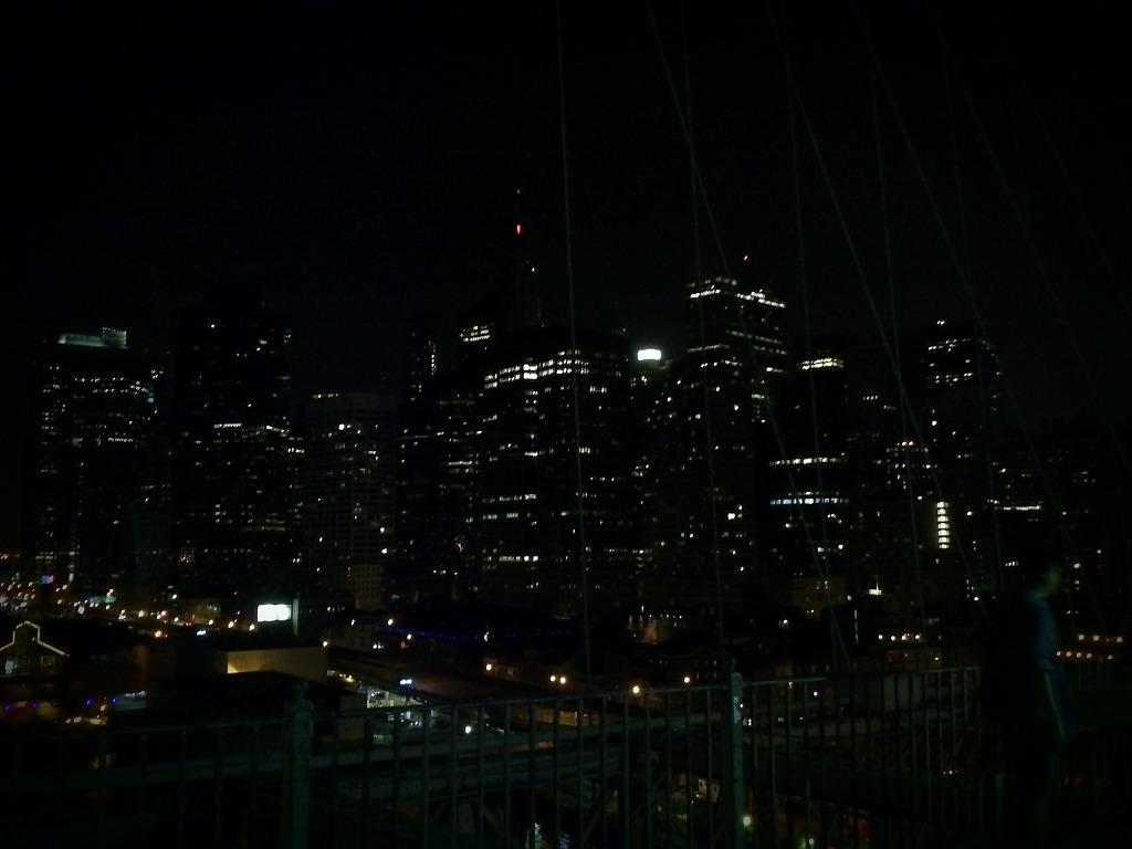 브루클린 다리 위 야경 사진