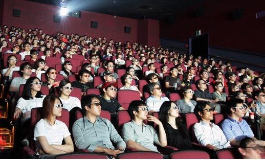 영화관 3D 상영 모습