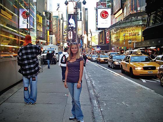 뉴욕 타임스퀘어에 LG전자 사진