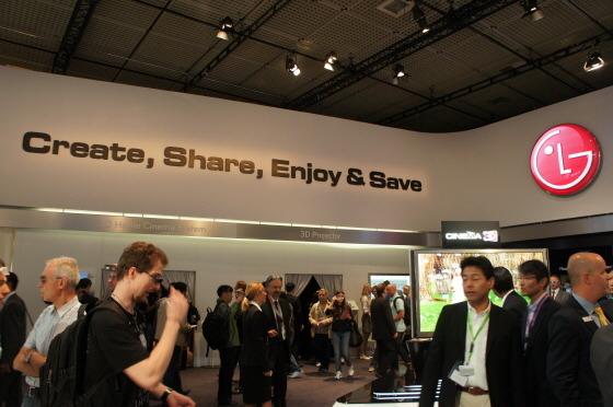 LG의 시네마 3D 월드 부스 모습