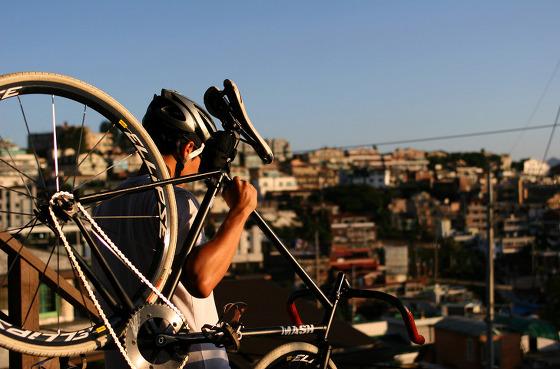 자전거와 인물 사진